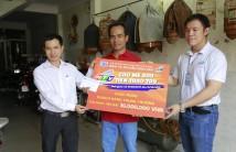 """HTVC trao thưởng Giải Nhất CTKM """"HTVC - Cào mê say, tiền trao tay"""" tại Quận 12 và Tân Bình"""